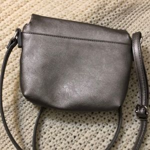 Kenneth Cole Reaction Jewelry - Kenneth Cole silver grey crossbody bag